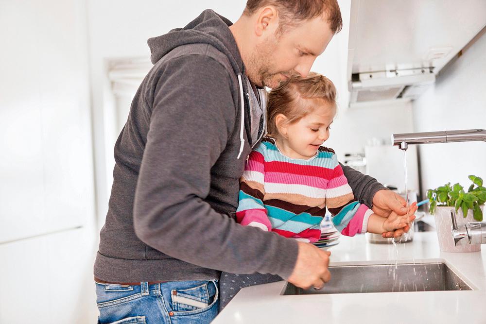 Общаемся с ребенком в игровой форме, развиваем моторику рук