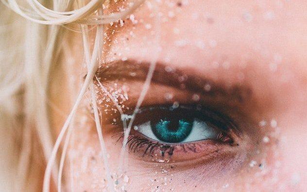 Что делать, если дергается глаз? 3 быстрых способа помочь
