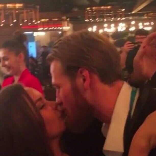 Пелагея объяснила поцелуй мужа с незнакомой брюнеткой