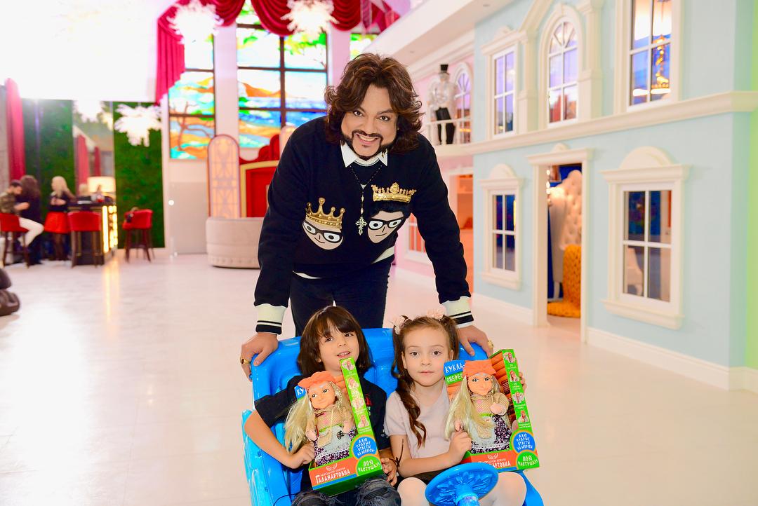 Филипп Киркоров подарил детям Диснейленд в загородном доме