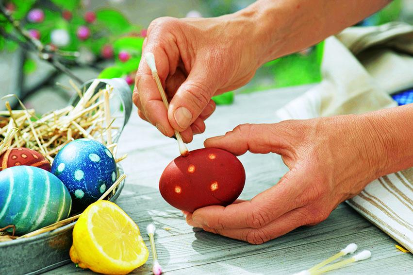Как красиво украсить яйца на Пасху?