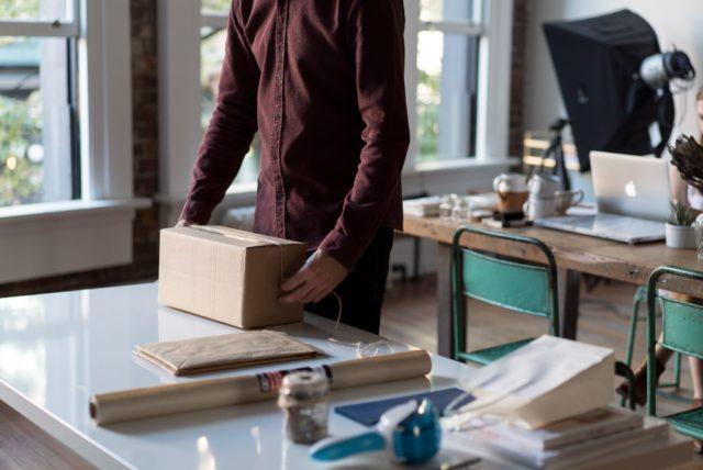 Упаковка посылки службами доставки
