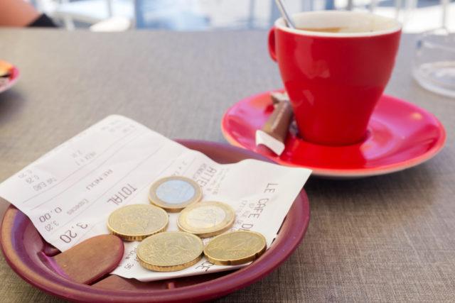 Чаевые: где принято давать и сколько?