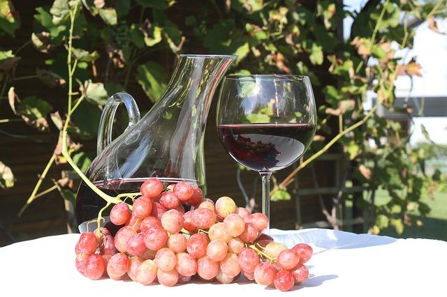 Красное вино может помочь страдающим астмой и депрессией