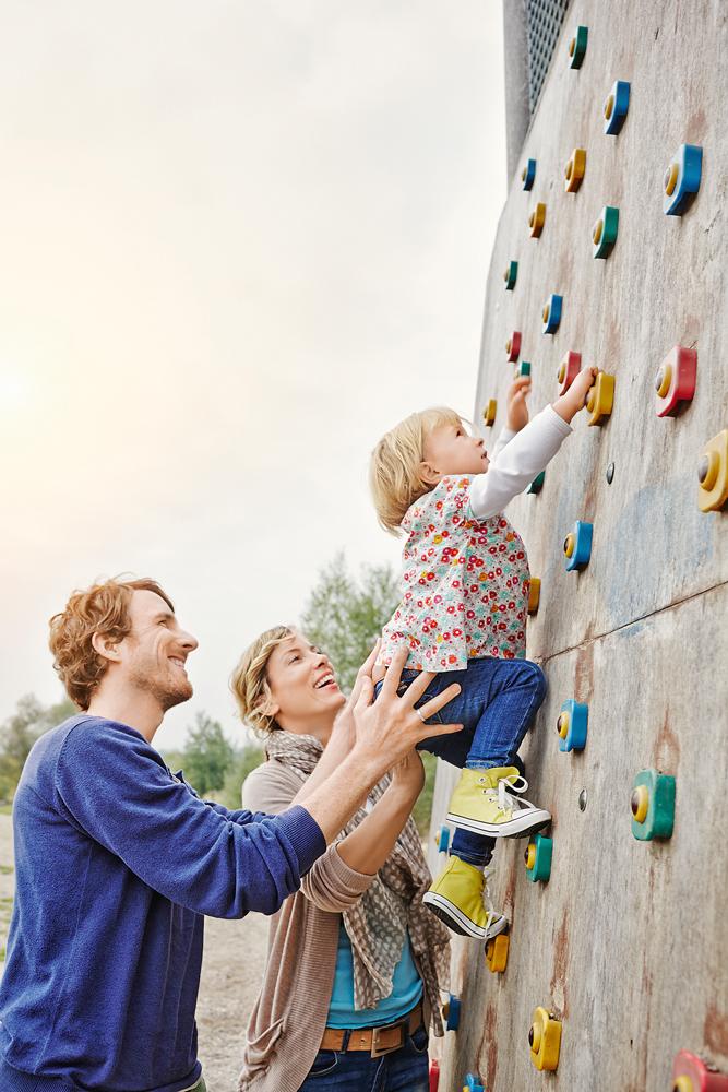 Когда забота родителей вредит ребенку?