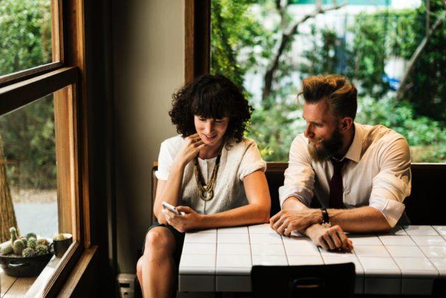 Руки прочь: как пресечь домогательства на работе
