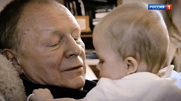 70-летний Борис Галкин впервые показал 8-месячную дочь