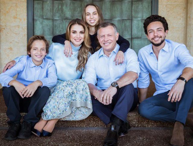 7 королевских семей, где трое и больше детей