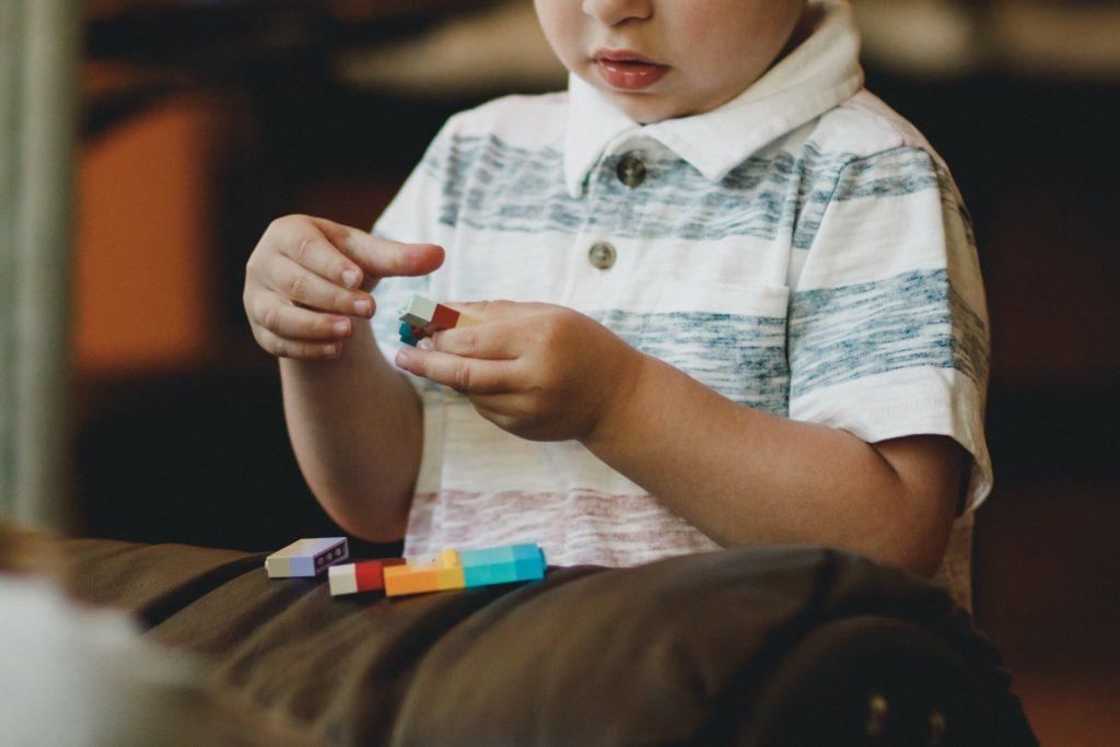Стоит ли ругать сына забеспорядок?