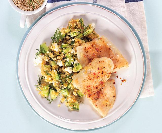 Рыбное филе с салатом из киноа