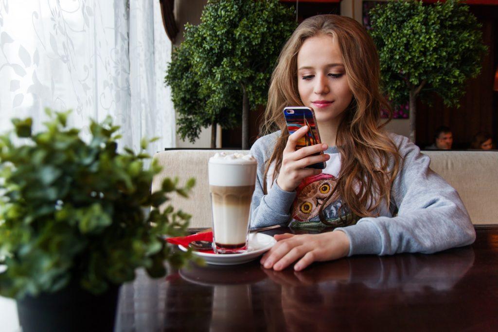 Заклятая подруга: 9 способов ее распознать