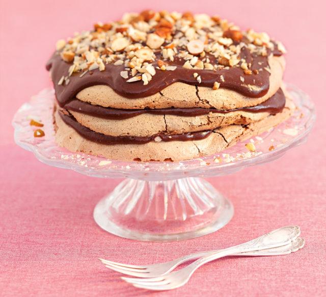 Торт-безе с нугой