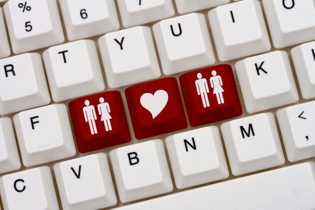 Почему люди скрывают, что сидят на сайтах знакомств?