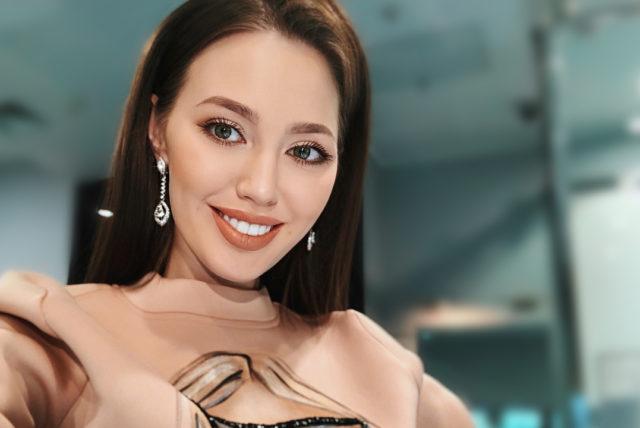Беременная Анастасия Костенко стала жертвой аферистов