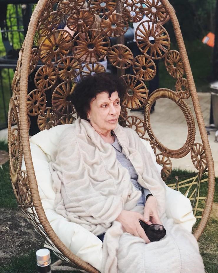 79-летняя мама Тиграна Кеосаяна покорила соцсети своей красотой