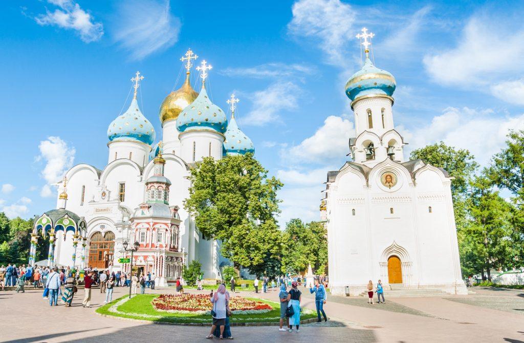 Duhov-den-v-Rossii-mnogo-hramov-v-chest-Soshestviya-Svyatogo-Duha