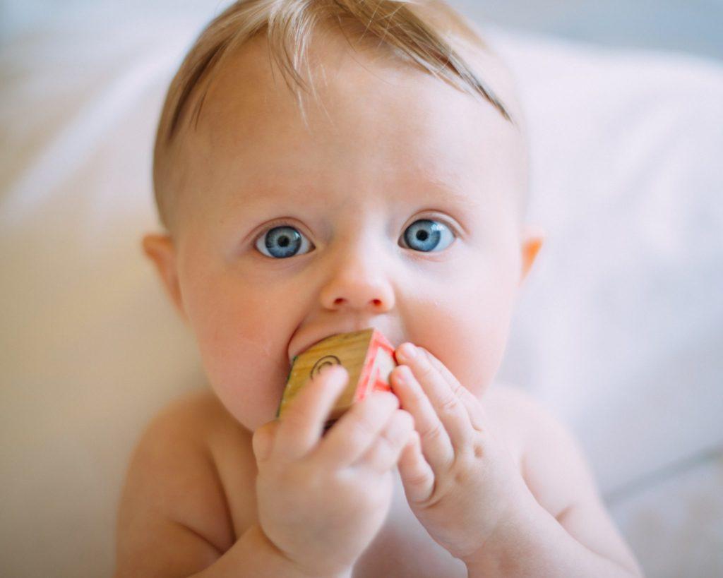 У малыша режутся зубки: 5 самых популярных вопросов