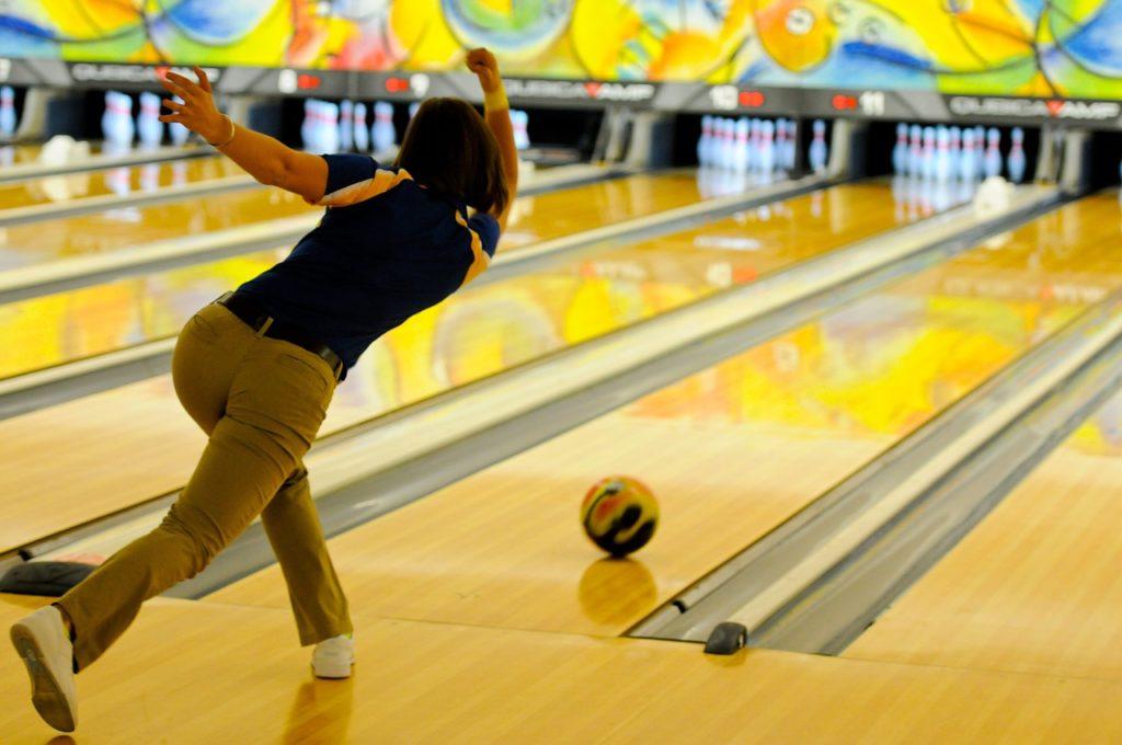 kak-otmetit-den-rozdenia-neobychno-i-nedorogo-bowling