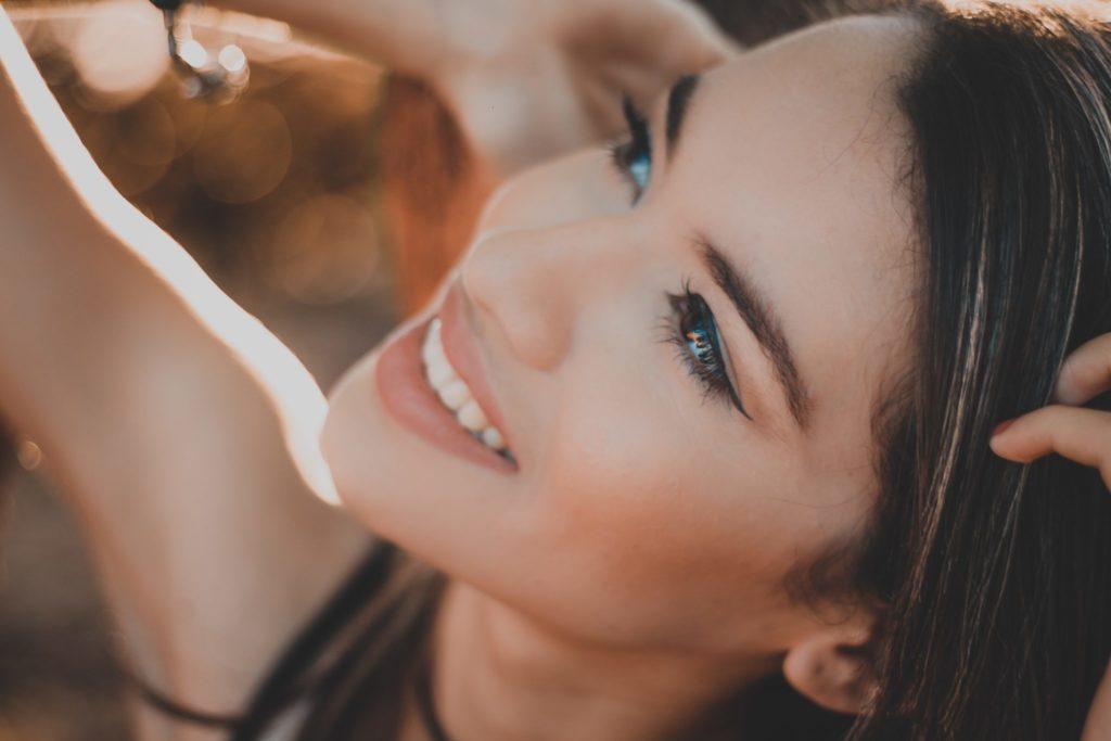 5 повседневных привычек, которые вредят вашим зубам