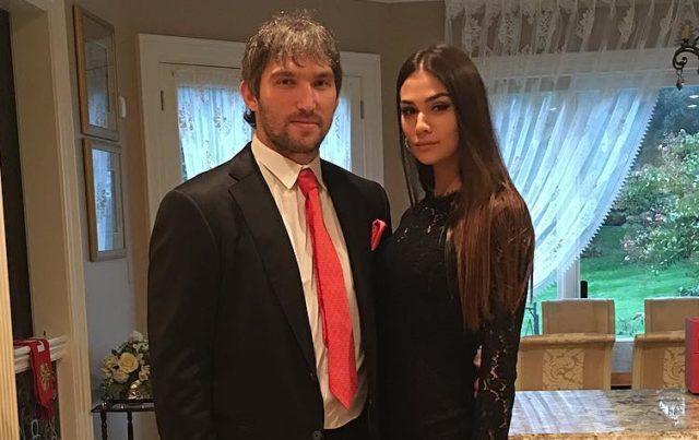 Беременную жену Александра Овечкина затравили за любовь к высоким каблукам