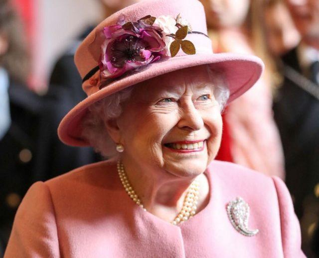 Какой смелый: отец Меган Маркл обвинил Елизавету II в нежелании общаться с ним