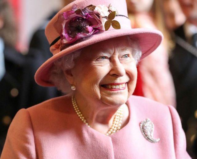 Щедрый подарок: что Елизавета II подарила принцу Гарри и Меган Маркл?
