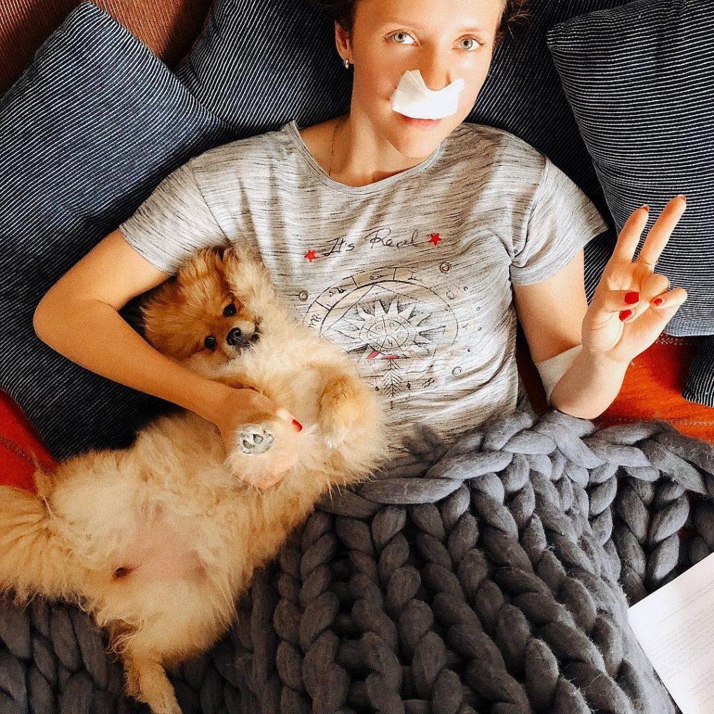 Звезда сериала «Ранетки» показала, как выглядит наутро после операции на нос
