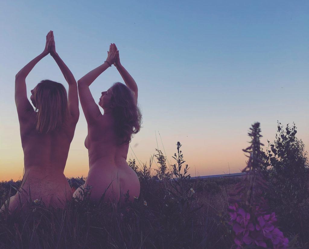 40-летняя Любовь Толкалина шокировала поклонников обнаженными фото в поле