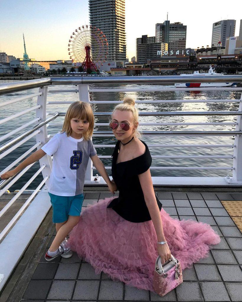 Семья Яны Рудковской приходит в себя после пережитого в Японии землетрясения