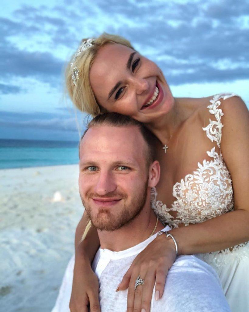Опубликовано эксклюзивное свадебное фото Пелагеи и Ивана Телегина