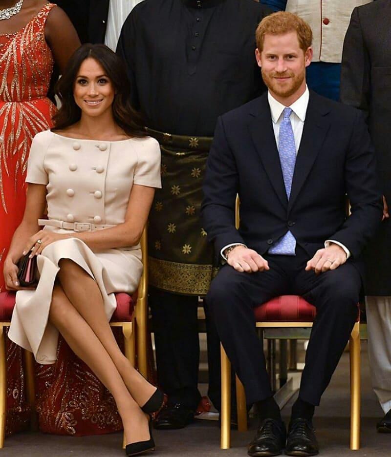 Золушка 21 века: почему Меган Маркл носит туфли на два размера больше?