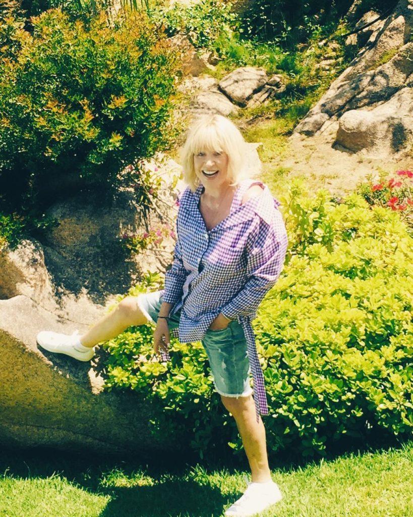 69-летняя Алла Пугачева показала, с чем идеально носить джинсовые шорты летом