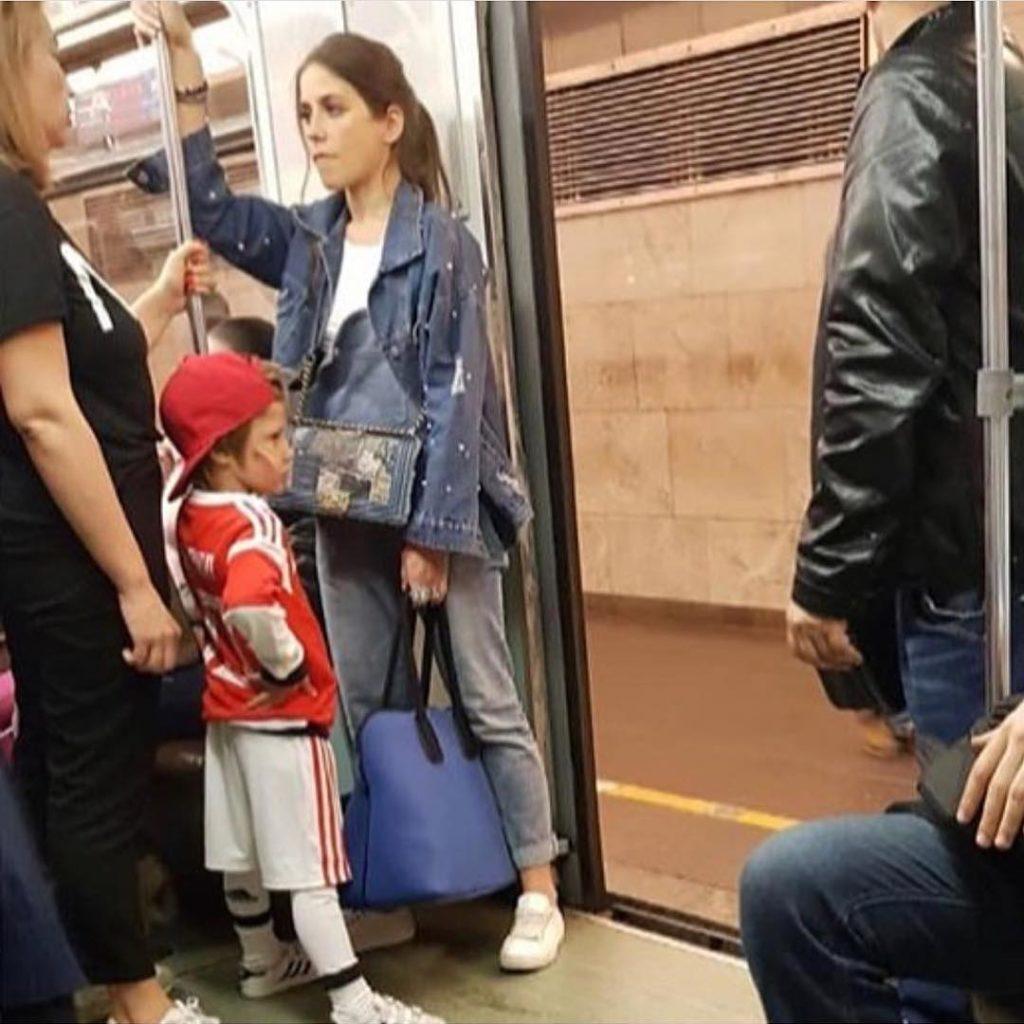 «Это точно она?»: поклонники Юлии Барановской не узнали ее в метро