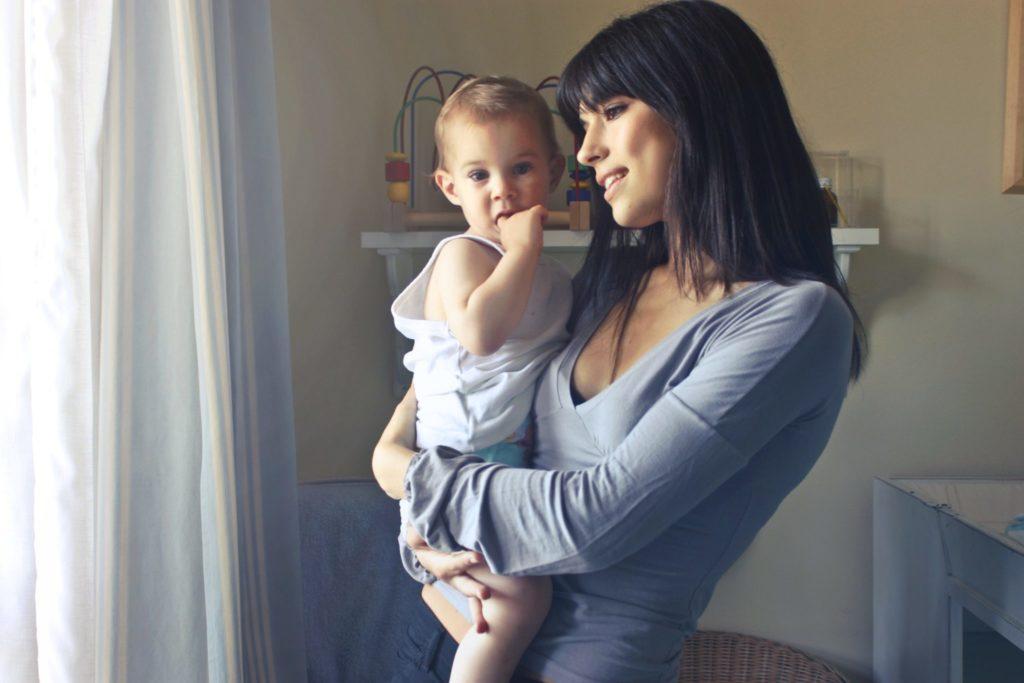 Как заработать в декрете молодым мамам?