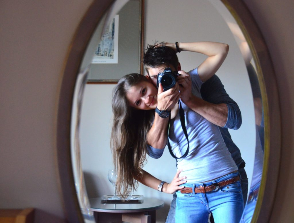 Куда повесить зеркало, чтобы привлечь в дом удачу?