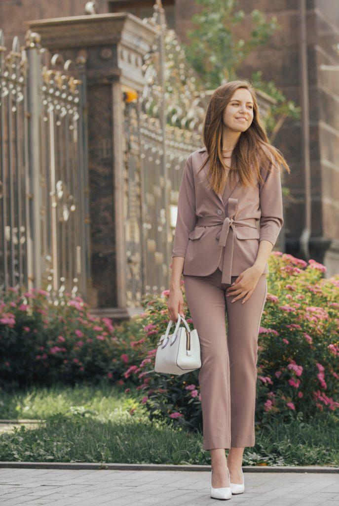 Вопрос стилисту: как одеться летом насвадьбу подруги?