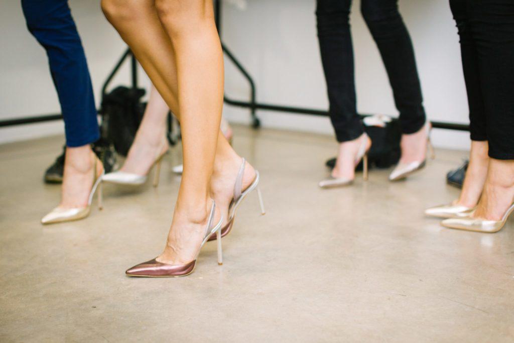 5 незатратных способов замаскировать бледные ноги