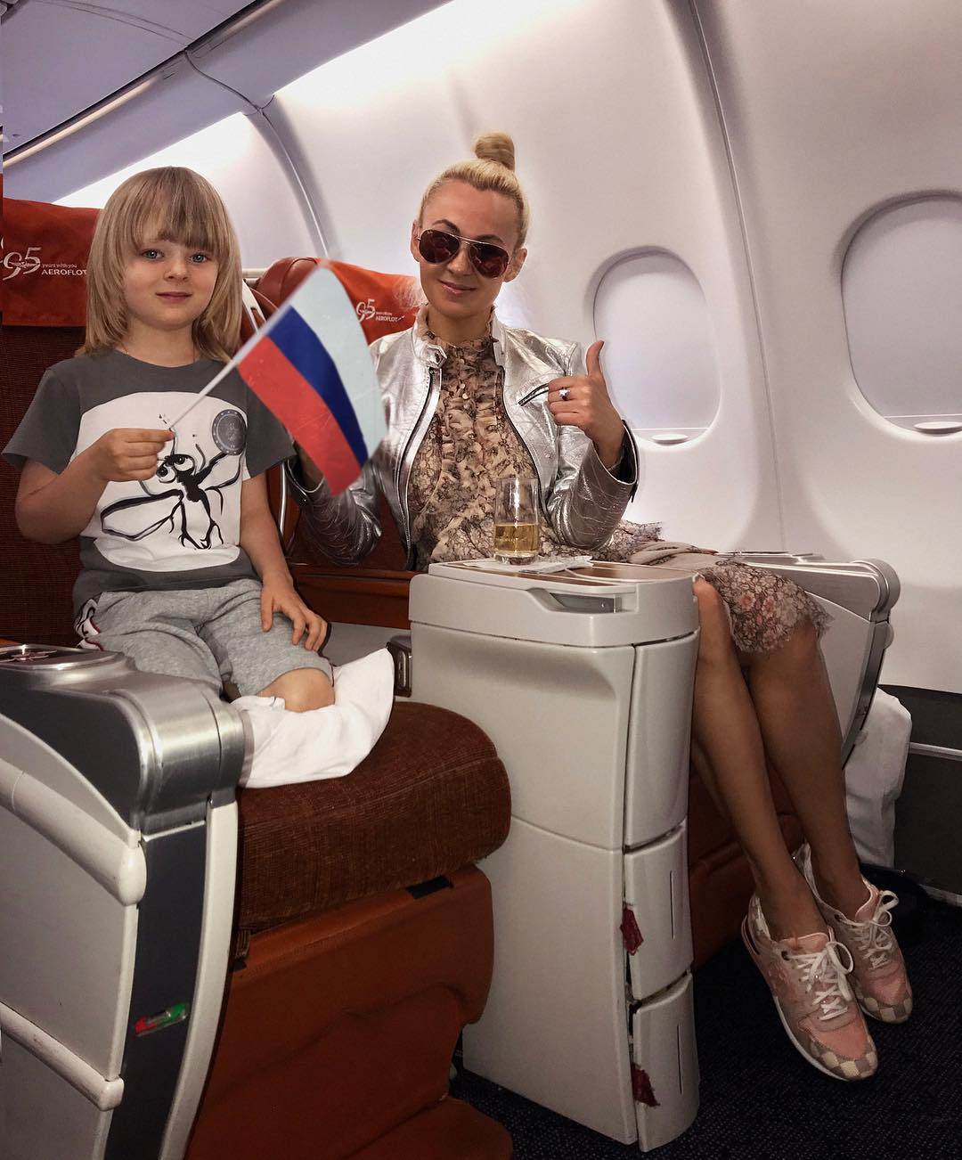 трёх звезды в самолете фото таким образом
