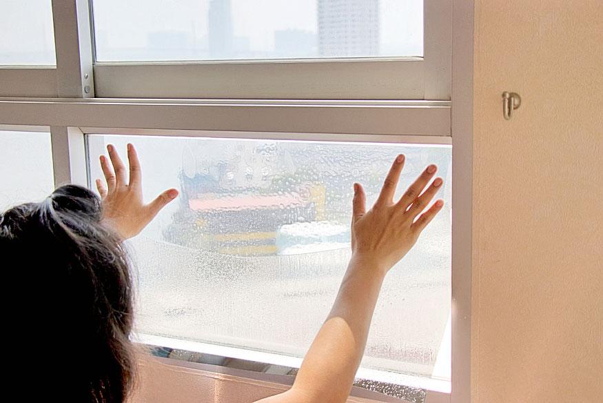 Чем закрыть окна отсолнца: 5 способов спасти квартиру отжары