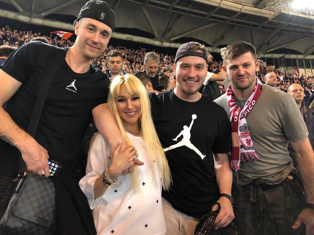 Поклонники рассекретили пол будущего ребенка 47-летней Леры Кудрявцевой