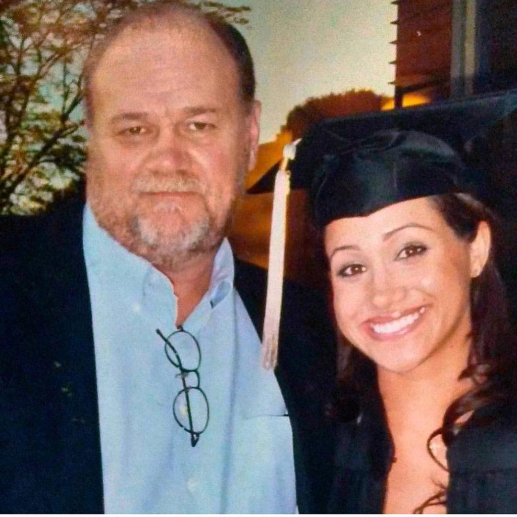Отец Меган Маркл заявил, что его дочь страдает во дворце рядом спринцем
