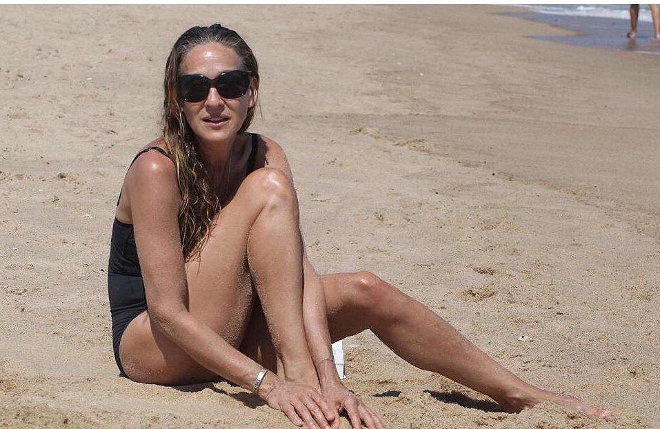 53-летняя Сара Джессика Паркер показала девичью фигуру напляже