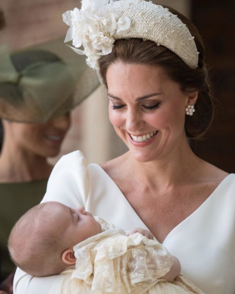 Посвежевшая Кейт Миддлтон затмила всех накрестинах маленького принца Луи