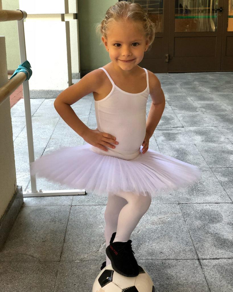 «Гадкий утенок»: маленькую дочь Тимати высмеяли за первые неудачи в балете