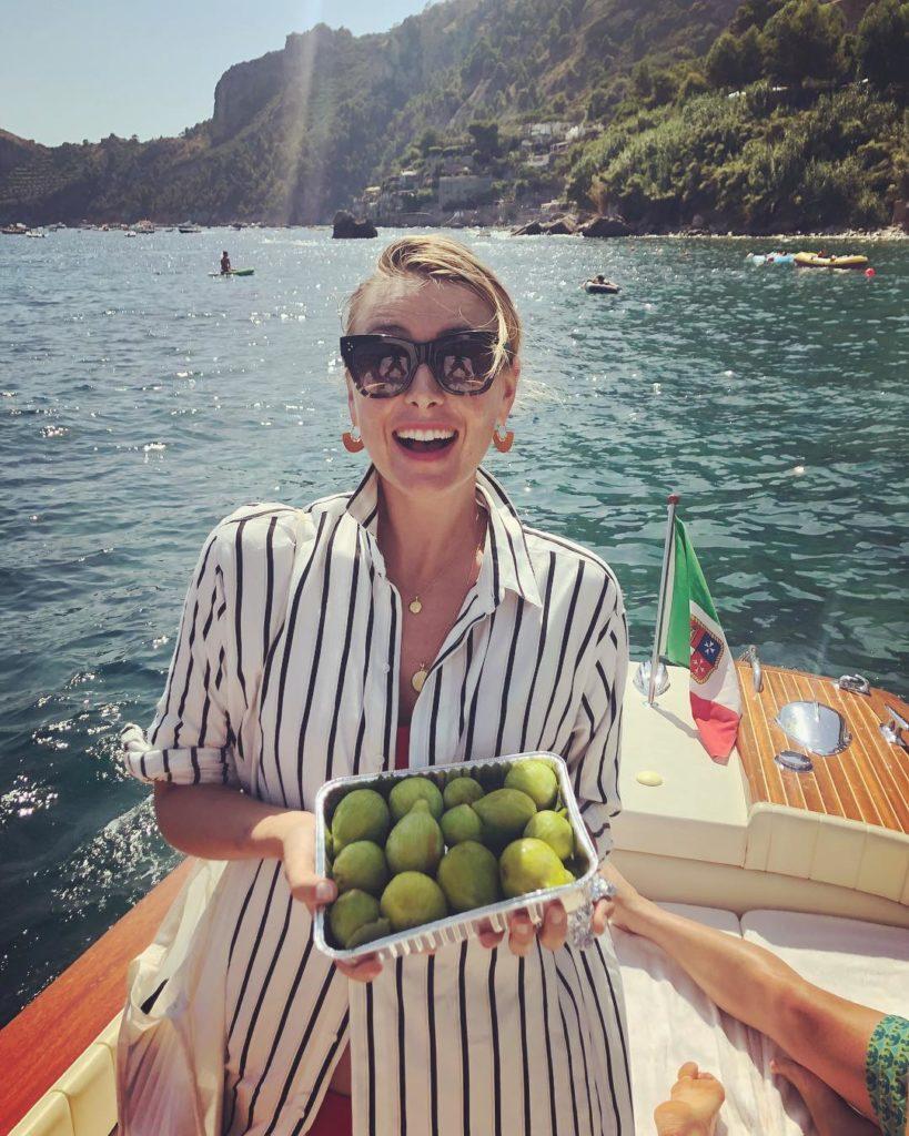 В сети бурно обсуждают пикантное фото Марии Шараповой напляже