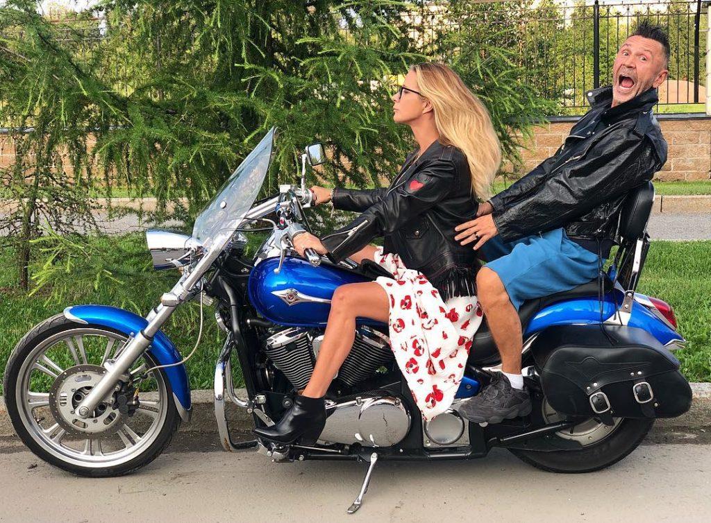 Сергею Шнурову приписывают роман сблизкой разведенной подругой