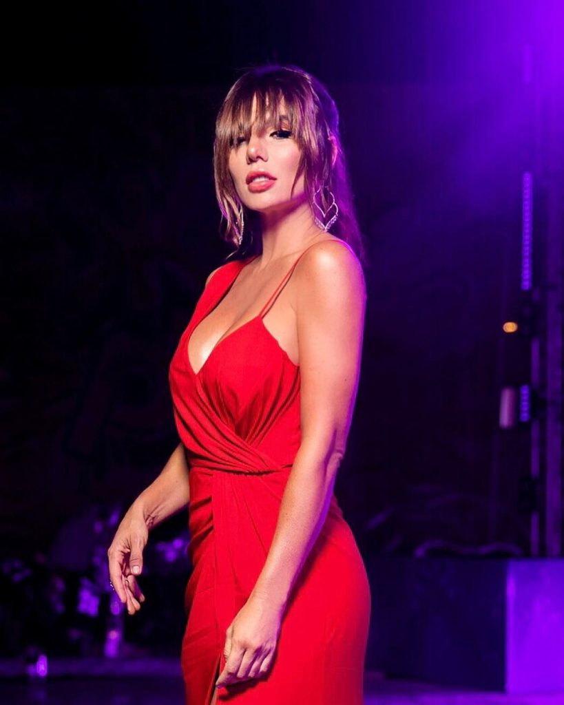 Было жарко: 13 гениальных и провальных платьев фестиваля «Жара»