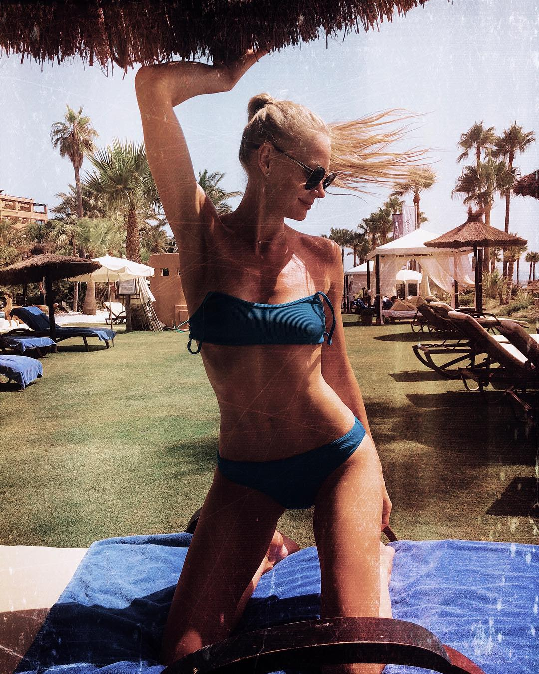 «Тело — мечта!»: Светлана Ходченкова сразила откровенными фото из отпуска