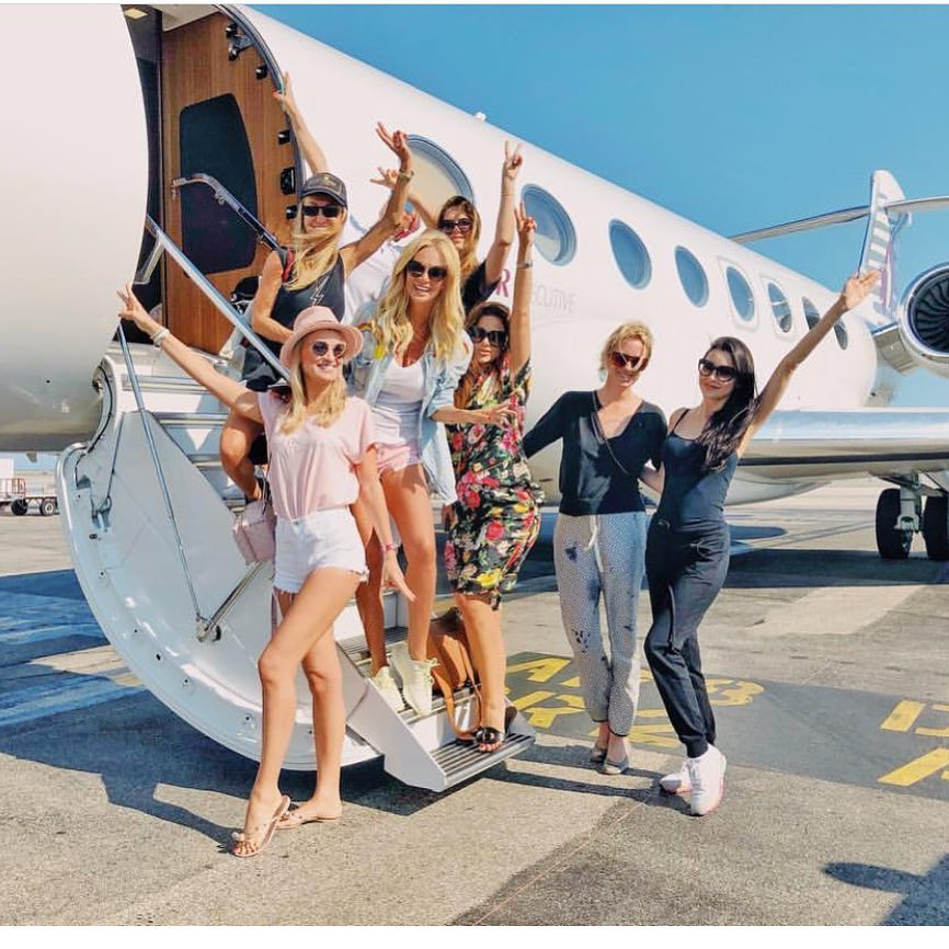 Может себе позволить: Виктория Лопырева улетела отмечать 35-летие на частном самолете