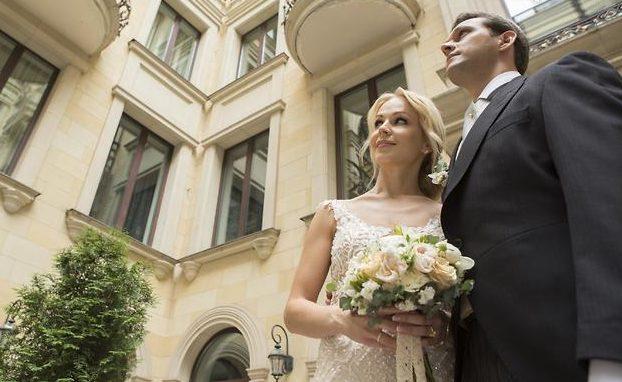 Звезда «6 кадров» Ирина Медведева показала, как нужно гулять нарусской свадьбе